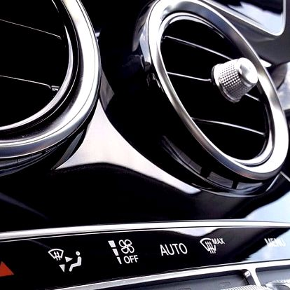 Pohoda na cestách – údržba a plnění klimatizace i vizuální prohlídka vozu