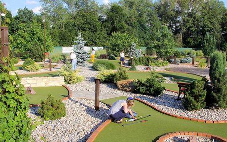 Hodina zábavy na venkovním Adventure golfu