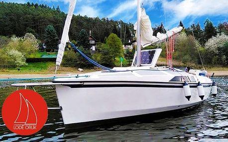 Pronájem jachty na 24 nebo 48 hodin s možností přespání pro 4 osoby na Orlické přehradě