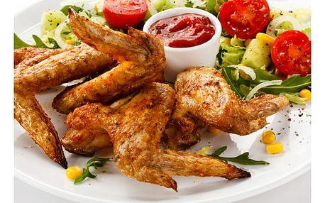 1kg marinované kuřecí paličky na medu s hranolky nebo pikantní křidýlka a košík chleba.