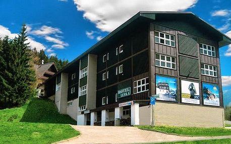 3 až 5denní rodinný pobyt s polopenzí pro 2 + 1 dítě ve Skihotelu Lenka ve Špindlu