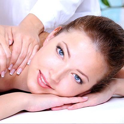Detoxikační masáž zad a šíje se zábalem kambrickým jílem v délce 70 minut v salonu Ráj v Plzni.