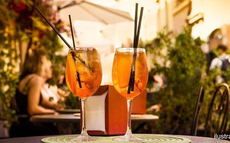 2 osvěžující drinky Aperol Spritz v music baru