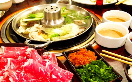 Asijská specialita Shabu-shabu pro dva v restauraci Sakura Sushi v Mělníku