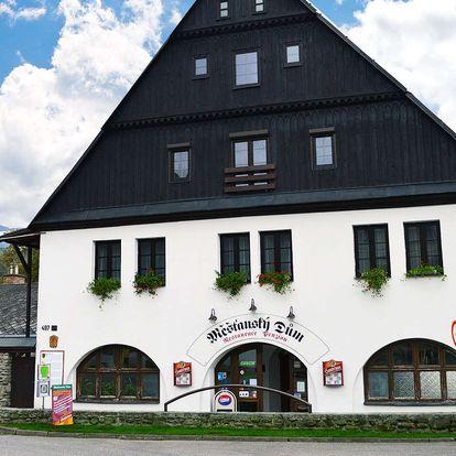 Měšťanský dům v Krkonoších s polopenzí pro dva a dítě zdarma