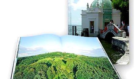 Fotokniha z vašich fotografií s 64 stranami formátu A4 na výšku. Tištěná na kvalitním stroji Canon.