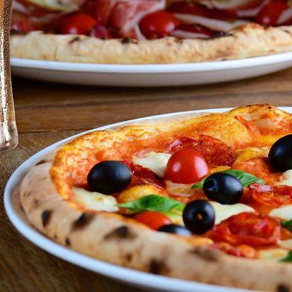 Nadlábněte se po italsku: 2 nebo 4 pizzy a pití
