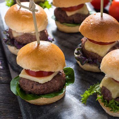 5 mini burgerů s cibulovou marmeládou