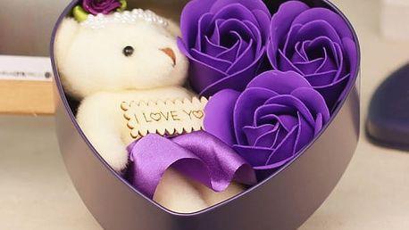 Dárkový set s mýdlovými růžemi a plyšovým medvědem