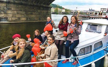Privátní hodinová plavba na Vltavě pro až 8 lidí s možností občerstvení na lodi Willy