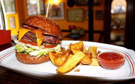 350g Maxi Bacon hovězí burger + americké brambory s omáčkou - menu pro 1 nebo 2 osoby