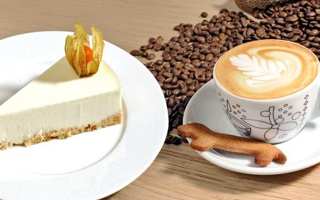 Famózní dortík a nápoj v elegantní kavárně