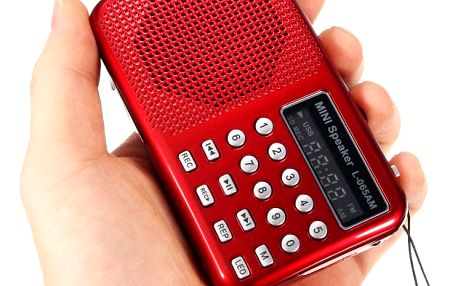 Multifunkční přenosné AM/FM rádio se svítilnou
