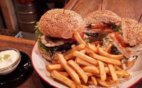 Výběr ze 3 druhů mega burgerů pro dva s hranolky v hospůdce U Fíčků na Žižkově