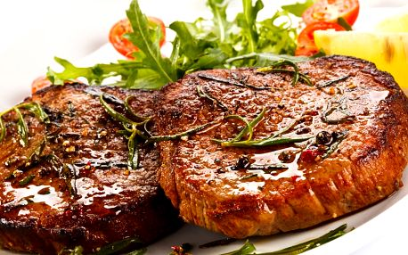 Mix steaků pro dva + brambory, tatarka, salát a štrůdl