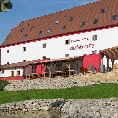 Návrat do středověku v Krčmě a hotelu U Císařské cesty na jižní Moravě se snídaní, zapůjčením kol i rybařením pro dva