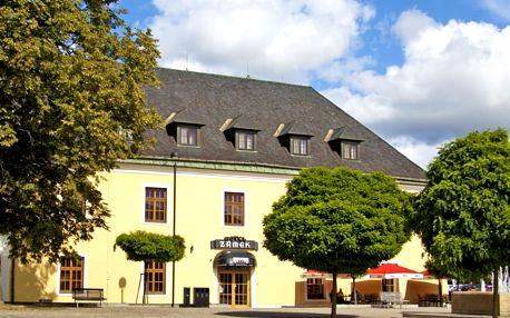 Báječná dovolená na zámku u Olomouce s polopenzí pro pár nebo celou rodinu + cyklomapa