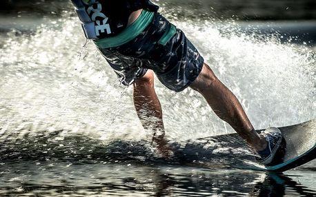 Adrenalinová jízda na vodním vleku