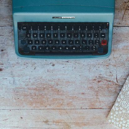 Kurzy z obýváku: Online výuka tvůrčího psaní