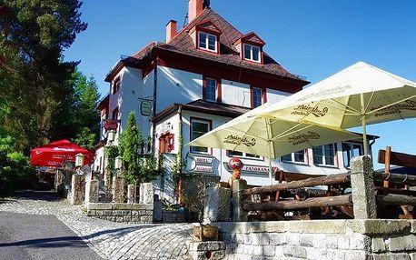 3–6denní pobyt pro dva s polopenzí a lahví vína v hotelu Panorama*** v Jáchymově