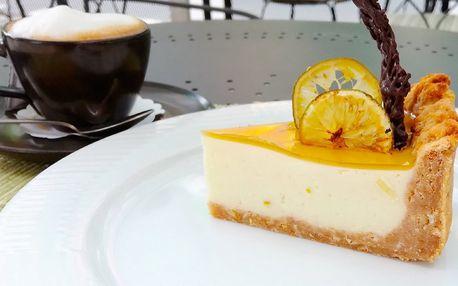 Smetanový koláč s limetkou či jahodami a káva