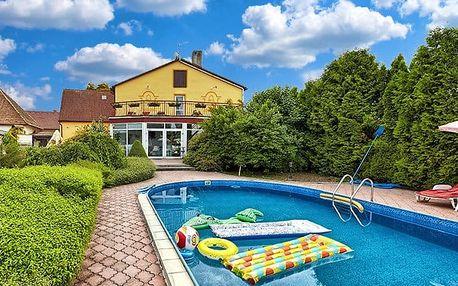 3 nebo 8denní pobyt pro 2 osoby s polopenzí a bazénem na Šumavě v penzionu Pod Zvonem
