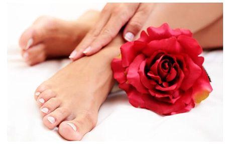 Úprava nehtů na nohou s shellacem a lakováním v Institutu estetiky a kosmetologie v Praze