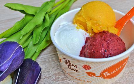 Tři kopečky zmrzliny Fruitisimo na náplavce