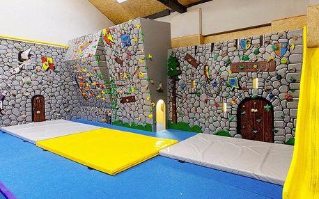 Zábava v lezeckém centru pro celou rodinu