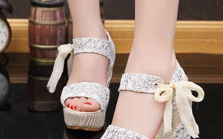 LK shop Sandálky na klínku s krajkou Barva: šedá, Velikost: 38
