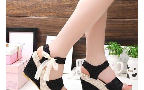 LK shop Sandálky na klínku s krajkou Barva: černá, Velikost: 38