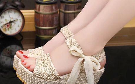 LK shop Sandálky na klínku s krajkou Barva: béžová, Velikost: 36