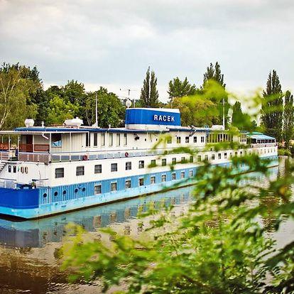 Romantické léto: pobyt v kajutě botelu Racek u centra Prahy + snídaně