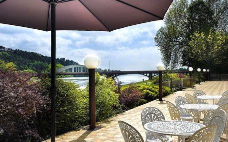 Hotel Magnolia**** s masážemi a bazénem pro dva s polopenzí + balíček slev