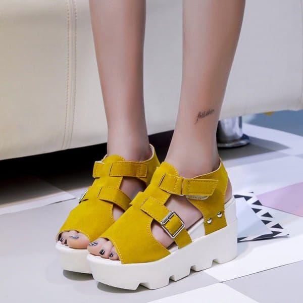 Pohodlné sandále na vysoké platformě