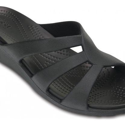 Crocs černé pantofle na klínku Sanrah Strappy Wedge Black - W9