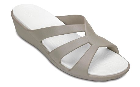 Crocs šedé pantofle na klínku Sanrah Strappy Wedge Platinum - W8