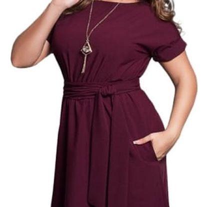 Elegantní dámské šaty v plus size velikostech