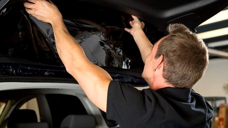 Tónování autoskel speciálními ochrannými fóliemi