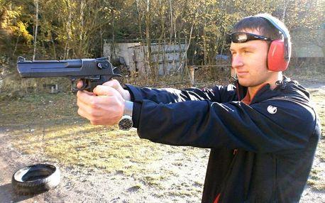 Střelba: na výběr 6 až 20 různých zbraní, 7 střelnic po ČR, možnost střelby ve dvou