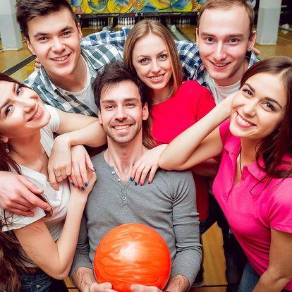 Hodina bowlingu pro partu přátel