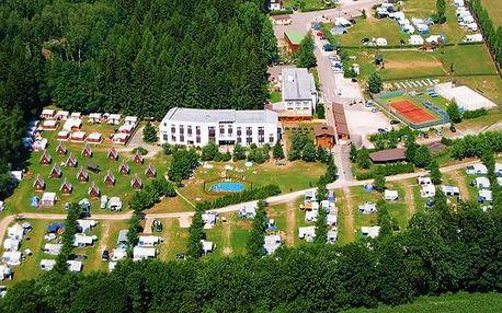 3–6denní pobyt s polopenzí a slevami v hotelu Holiday Parku Liščí Farma v Krkonoších pro 2