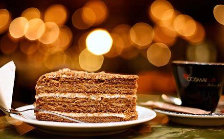 Posezení v kavárně Lucerna s nápojem a dortem