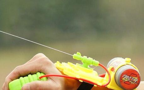 Dětská vodní pistole na zápěstí