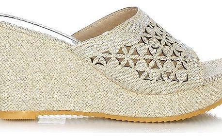 Pantofle na klínku béžové CP22-2BE 36