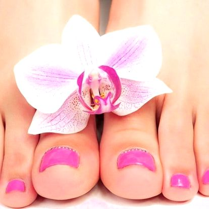 Modeláž nehtů na nohou včetně zdobení