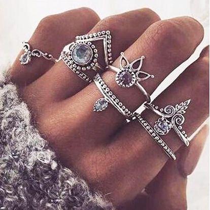 Sada 8 vintage prstenů ve stříbrné barvě