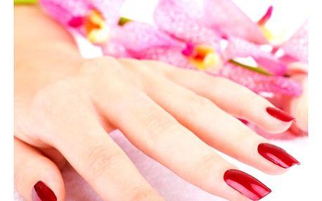 Lázeňská manikúra s obyčejným lakem či gel lakem, krásné nehty na rukou, kvalitní gel lak.