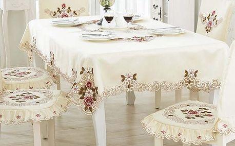 Krásný vyšívaný ubrus na čtvercový stůl