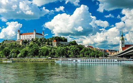 Pohoda v luxusním zámeckém hotelu u Bratislavy se snídaní/polopenzí, golfem a bazénem